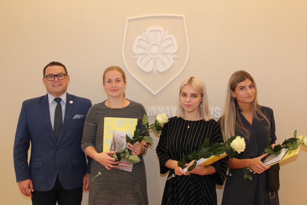 Raekojas tunnustati Viljandi aastastipendiumi saajaid