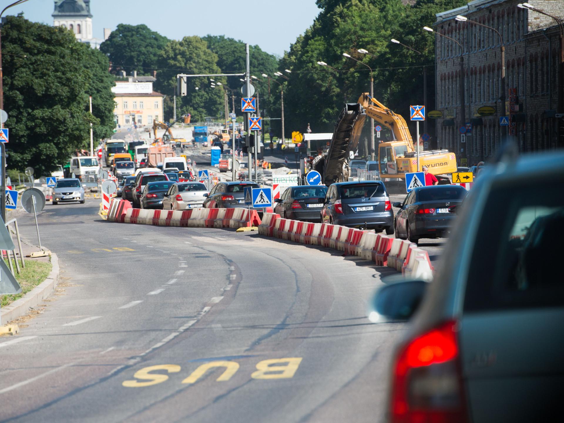 Täna õhtul avatakse taas liiklus Kesk tänaval