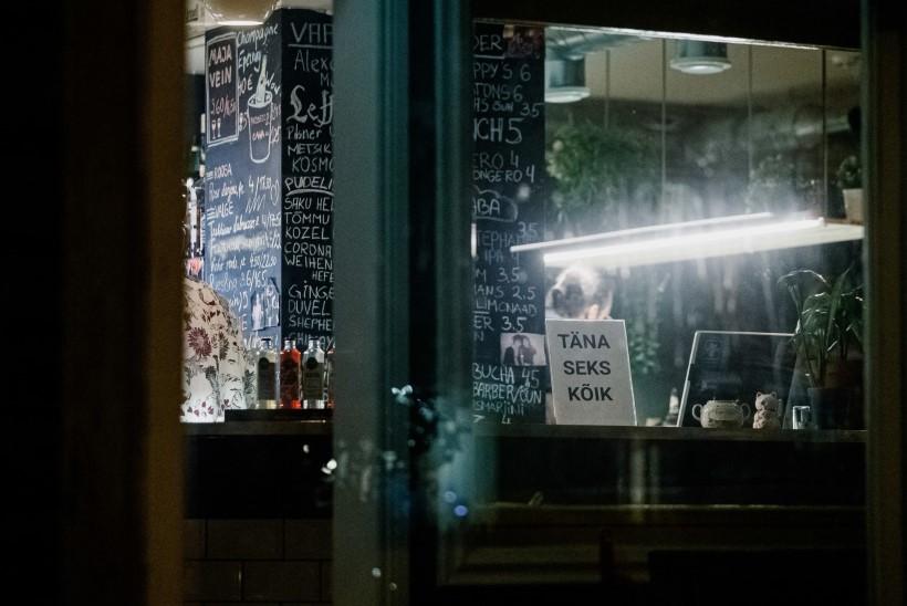 Valitsus pikendas öise alkoholimüügi keeldu kuu aja võrra