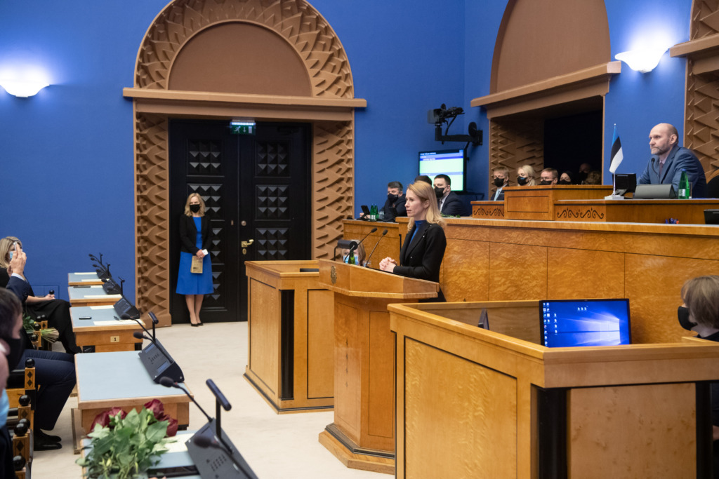 Uus valitsus andis Riigikogu ees ametivande