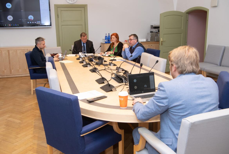 Õiguskomisjon saatis perelepitusseaduse eelnõu esimesele lugemisele